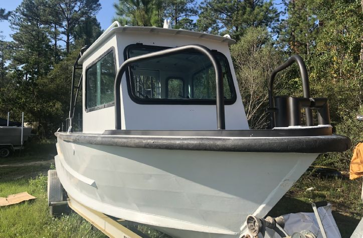 <strong>24 PBI Aluminum Workboat </strong>24' PBI Aluminum workboat. Vessel is in good shape and is set up for twin outboards. Vessel was recently repainted entirely and is ready for power option
