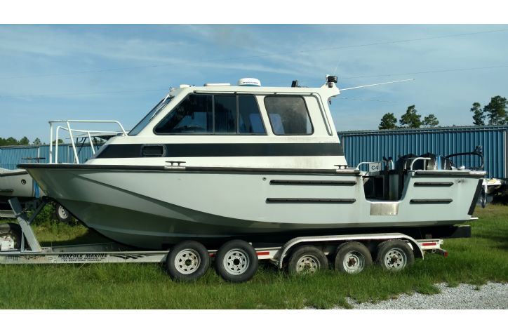 <strong>1995 Boston Whaler Dive Boat</strong>1995 Boston whaler Dive Boat